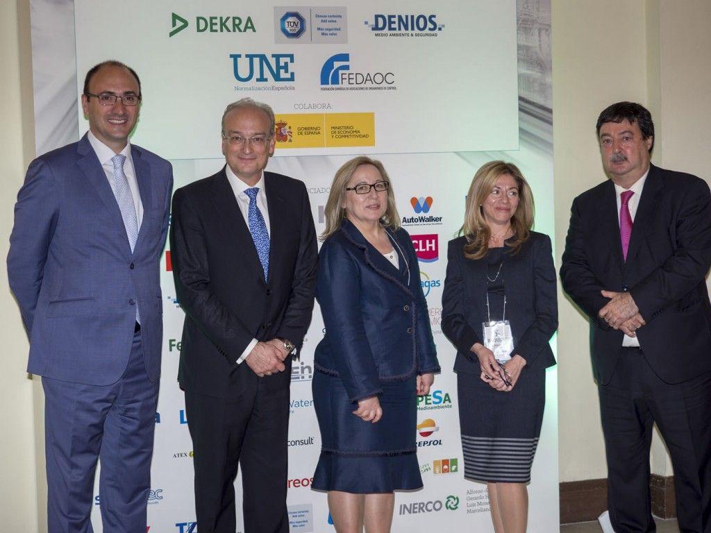 D. Javier García, D. Avelino Brito y Dña. Isabel Linares, de UNE con Dña. Rosa Sánchez y D. Javier Giner, BEQUINOR