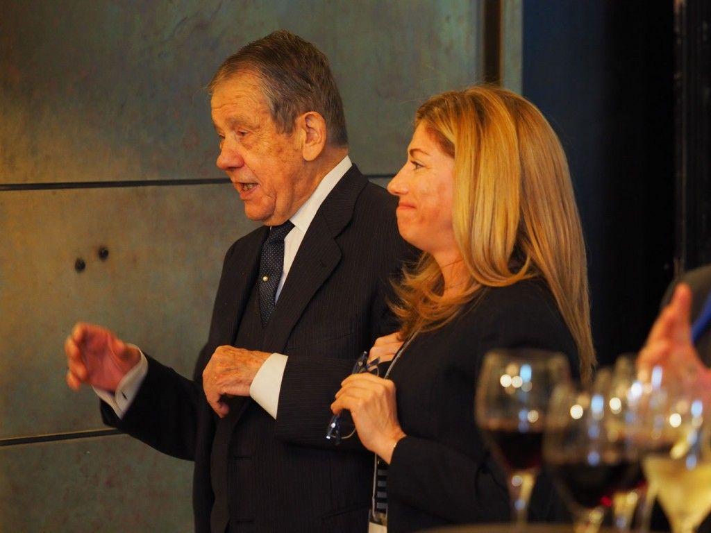D. José Mª. Storch de Gracia, Presidente de Honor y Dña. Rosa Sánchez, Directora de BEQUINOR